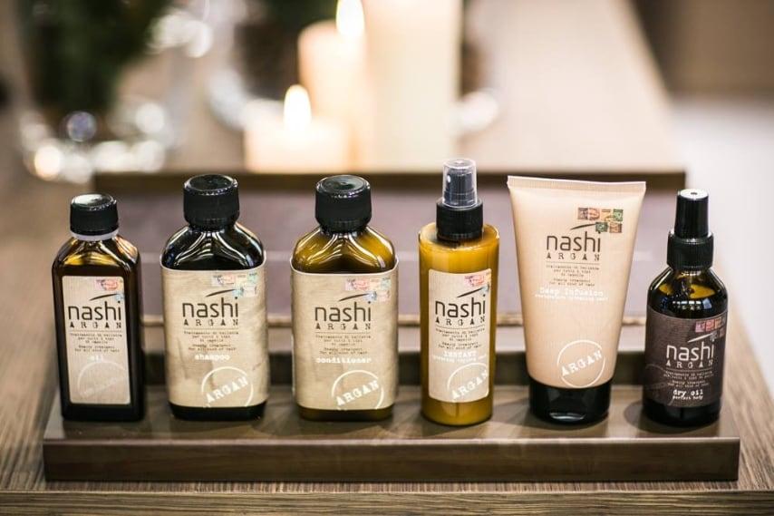 Il brand propone una linea interamente creata con prodotti a base di olio di argan con shampoo, balsamo, ma anche maschere e creme.