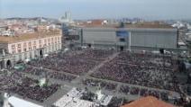 Napoli, Papa Francesco a Piazza Plebiscito gremita di fedeli