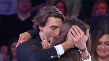 Isola dei Famosi, prima baci e abbracci poi furiosa litigata tra Cecilia Rodriguez e Francesco Monte