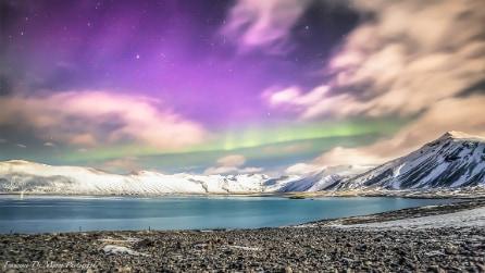 La danza incantevole dell'Aurora boreale nei cieli dell'Islanda