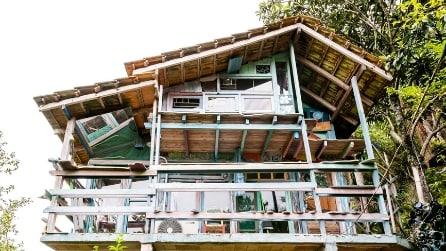 Costruisce una casa con la spazzatura ed il risultato è magico