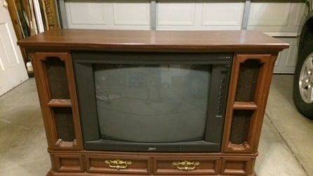 Prendono una vecchia tv e la trasformano in qualcosa di molto originale