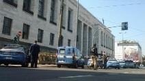 Milano, spari al Tribunale: le prime immagini dall'esterno