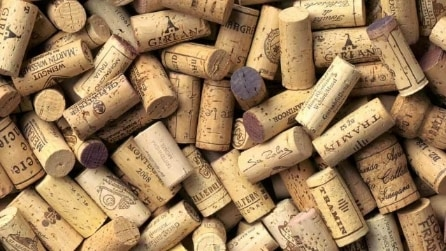 Come riciclare i tappi del vino: 20 idee creative per riutilizzare il sughero