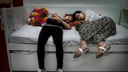 Dormire all'Ikea: in Cina i clienti sono invitati a riposare sugli arredi in negozio