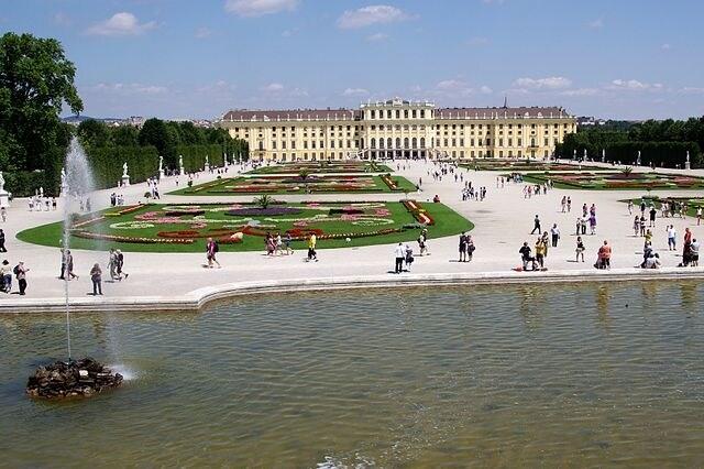 http://commons.wikimedia.org/wiki/File:20110716_Schonbrunn_1850.jpg