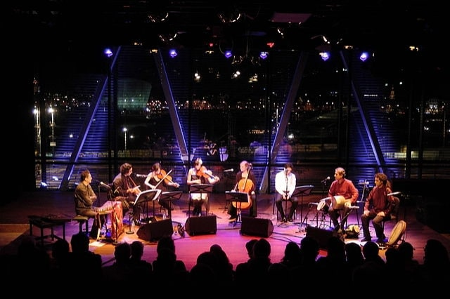 http://commons.wikimedia.org/wiki/File:Bimhuis-Amsterdam-Persian-Music-Concert-2013.JPG