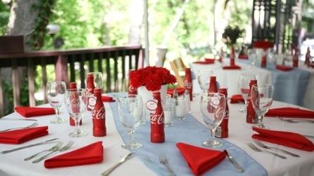 Volete rendere unico il vostro matrimonio? Ecco cosa potete realizzare con le bottiglie di Coca Cola