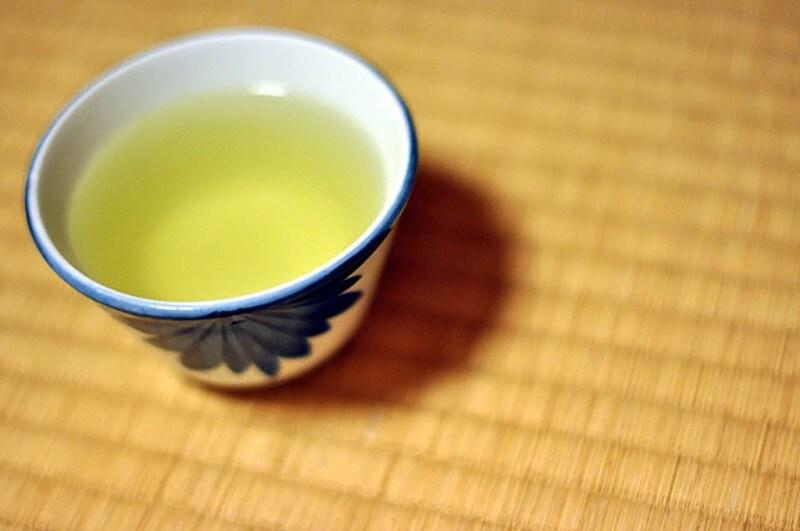 Una tazza di tè al giorno è ideale per aiutare la digestione ma anche per combattere le rughe e avere una pelle perfetta.
