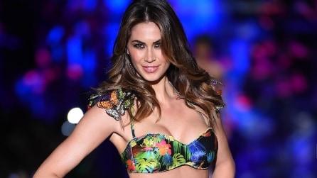 Melissa Satta sfila in bikini per Calzedonia