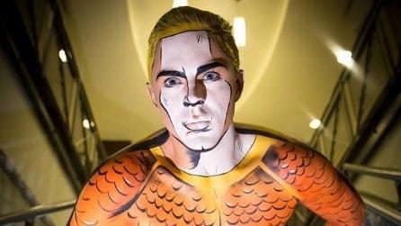 Con il make up si trasforma nei personaggi dei fumetti