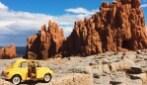 Viaggio in Sardegna di una piccola Fiat 500 gialla
