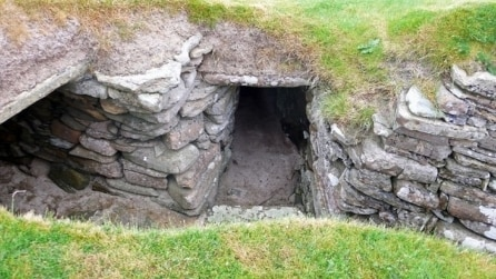 Nessuno avrebbe mai immaginato cosa si nascondeva dietro questa antica porta abbandonata