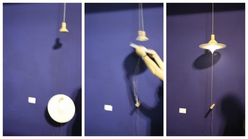Due elementi separati, una cupola in legno e un disco di plastica, che grazie a dei magneti diventano una fantastica lampada sospesa.