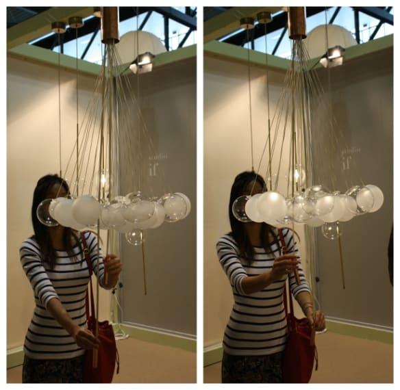Tirando due corde centrali lentamente si illuminano tutte le palle di vetro: davvero magico!