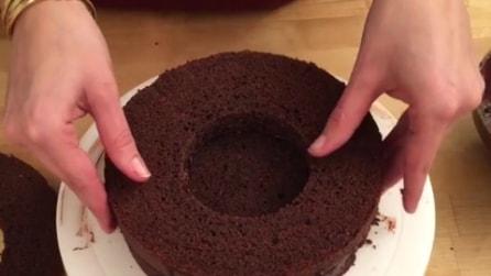 Fa un buco nella torta e quello che crea vi delizierà