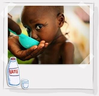 Per salvare tanti bambini basterebbe la somministrazione di latte terapeutico in polvere, un alimento altamente digeribile e ad alto valore nutritivo. Nella sua miscela vengono aggiunti carboidrati, grassi vegetali, vitamine e minerali. Bastano 8€ per garantire 10 bustine di latte terapeutico per un bambino.