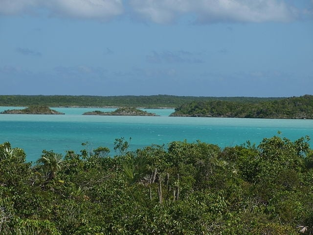 http://commons.wikimedia.org/wiki/File:Chalk_Sound_-_Providenciales.jpg