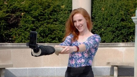 Selfie Arm, l'inusuale bastone per i selfie dedicato alle anime solitarie