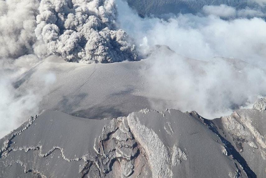 Durante la sua eruzione il vulcano è stato capace di immettere nell'atmosfera più di 210 milioni di tonnellate di cenere, arrivate fino in Brasile.