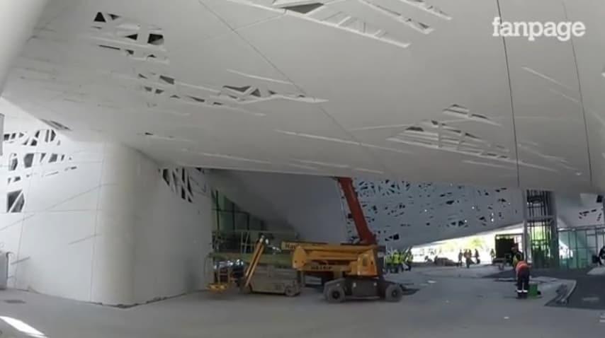 Le nostre telecamere hanno testimoniato uno stato dei lavori dell'interno del Padiglione Italia ancora piuttosto in ritardo. Ed è stato dichiarato ufficialmente che non verrano completati l'Auditorium e gli uffici previsti invece nel progetto.
