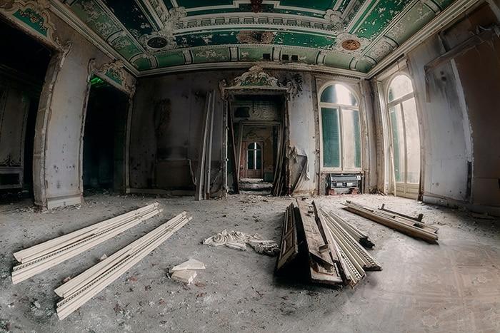 Villa abbandonata nella metà degli anni Novanta, è stata messa in vendita a diverse aste. giace ora nel più totale abbandono e viene continuamente depredata. negli ultimi anni ne è rimasto quasi nulla, solo il suo maestoso scalone in marmo riesce a resistere.
