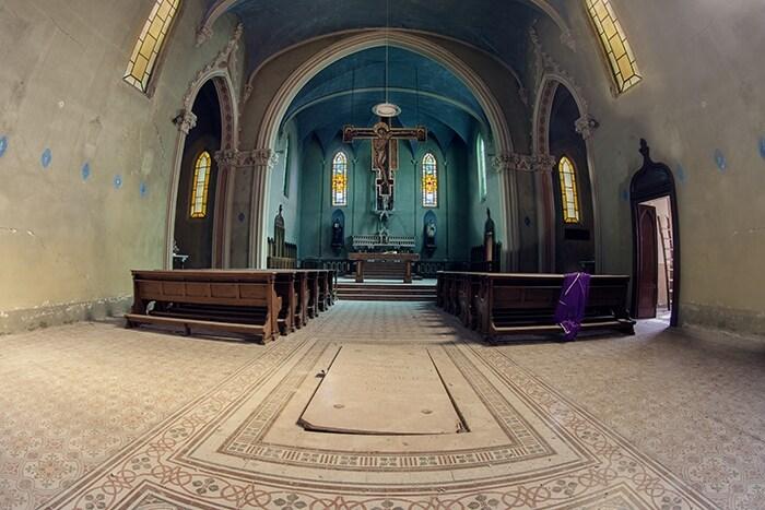Seminario gesuita successivamente adibito a diversi usi. Fin quando non è crollata una parte di tetto ed è stato dichiarato inagibile