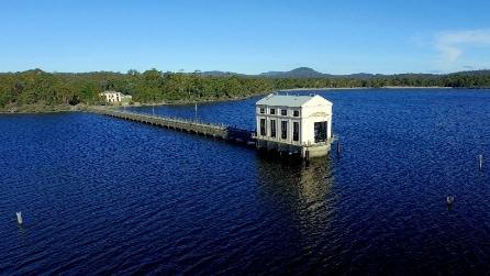 L'hotel in mezzo al lago più profondo dell'Australia