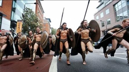 """""""Questa è Sparta!"""". Invasione di guerrieri dell'antica Grecia nella metro di Londra"""