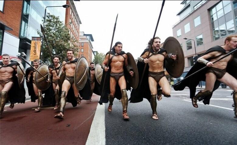 Come in un viaggio nel tempo, si sono catapultati dall'antica Grecia nella Londra del XXI secolo.