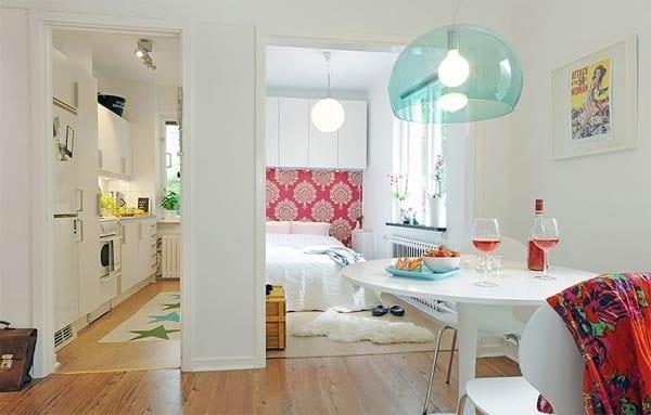 Usare colori chiari. Il bianco dà la sensazione di luminosità e spazio.