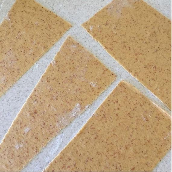 Otterrete così pezzi di pasta assottigliata.