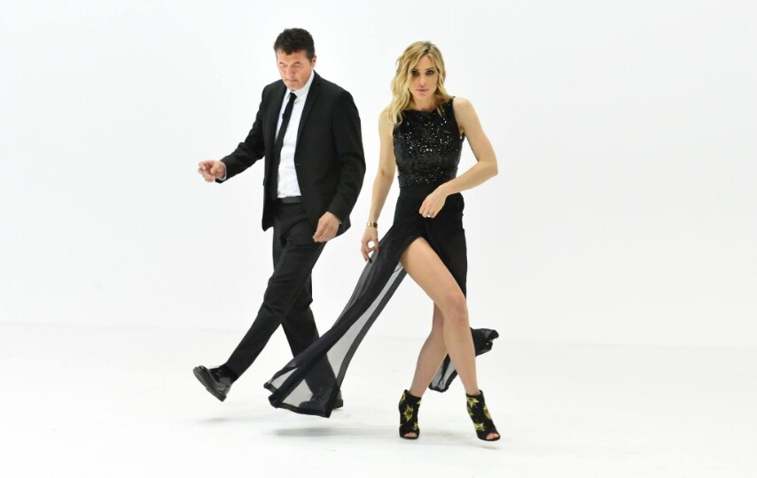 Ilary Blasi gambe in mostra per lultima puntata de Le