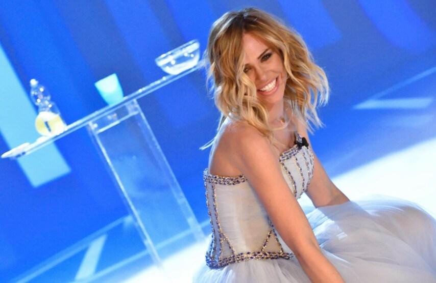 Ilary Blasi: seno in mostra per lultima puntata de Le