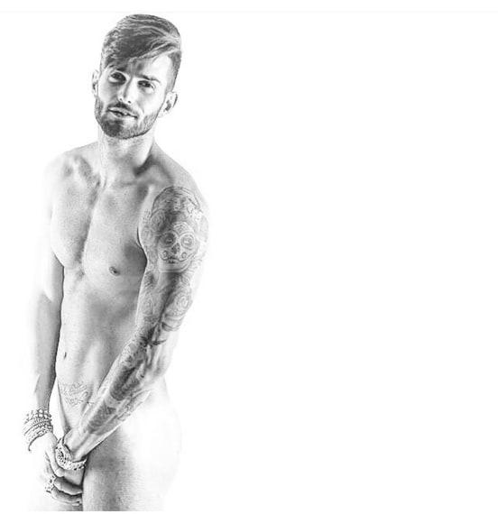Dopo le foto hot della ex Valentina Dallari, arriva anche un bel nudo dell'ex corteggiatore