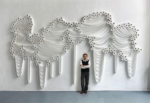 """L'artista è riuscito a sbloccare il potenziale magico dei rotoli di carta igienica nella sua serie di opere """"Trans-Layers"""""""