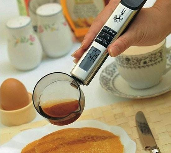 Il cucchiaio con bilancia di precisione digitale integrata.