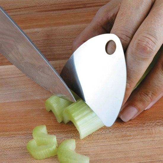 Con questo strumento non si corre più il rischio di taglairsi le dita.