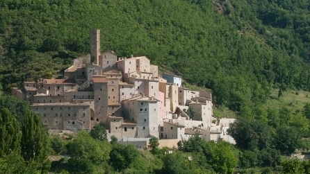 Borgo di Postignano: un sogno di lusso a prezzi stracciati