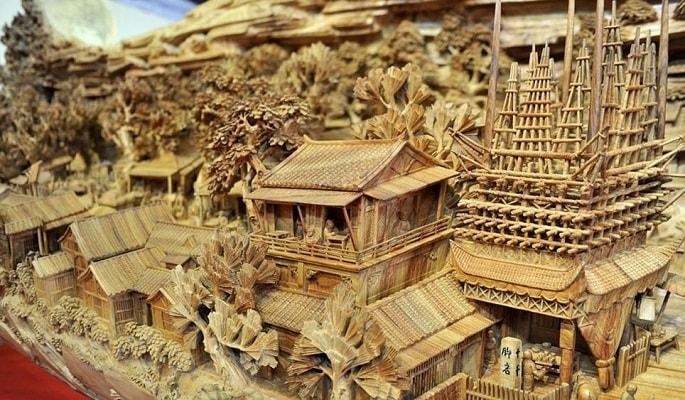 Le costruzioni e le case, le folle: tutto è stato riprodotto tridimensionalmente. Un effetto che lascia sbigottiti.