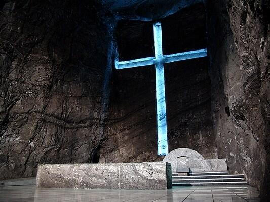 Celebrato come uno dei santuari cattolici più celebri della Colombia e del mondo, questa cattedrale rappresenta un vero gioiello di architettura e arte sotterranea tanto da essere stata proposta nel 2007 come una delle 7 meraviglie del mondo.