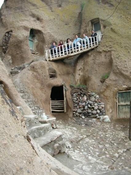 Case scavate nella roccia a Kandovan, a 650 km da Teheran, Iran.