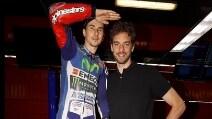 MotoGp, la stella NBA Gasol incontra Jorge Lorenzo al box