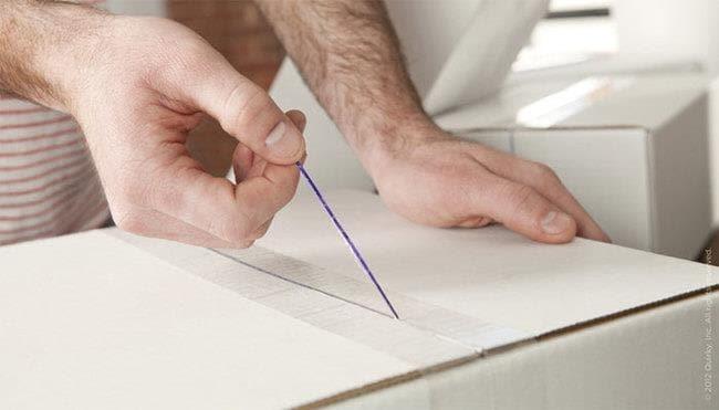 Il nastro intelligente con un filo incorporato per aprire facilmente gli imballaggi.