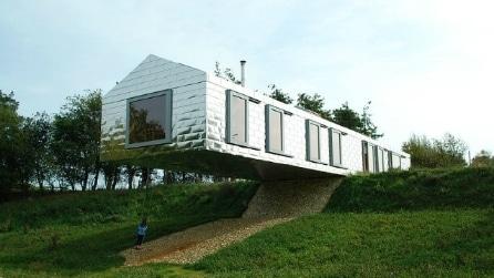 I 10 edifici che sembrano sfidare la forza di gravità