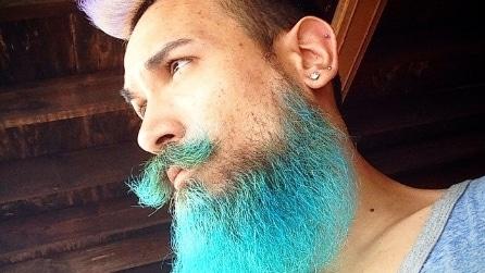 """I """"tritoni"""", gli uomini che tingono barba e capelli con colori assurdi"""