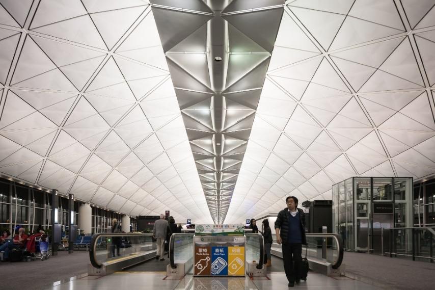 A Hong Kong c'è lo scalo dove si mangia meglio! Accoglie più di 60 milioni di passeggeri ogni anno e li delizia con 40 ristoranti, tra i quali anche lo stellato Hung's Delicacies, tra i più rinomati al mondo.