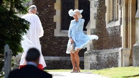 Camilla Parker Bowles come Marilyn al battesimo di Charlotte