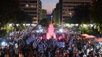 Vince il no al referendum greco: la festa in Piazza Syntagma