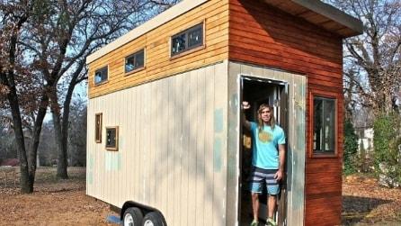 Costruisce una mini casa per non pagare l'affitto del College